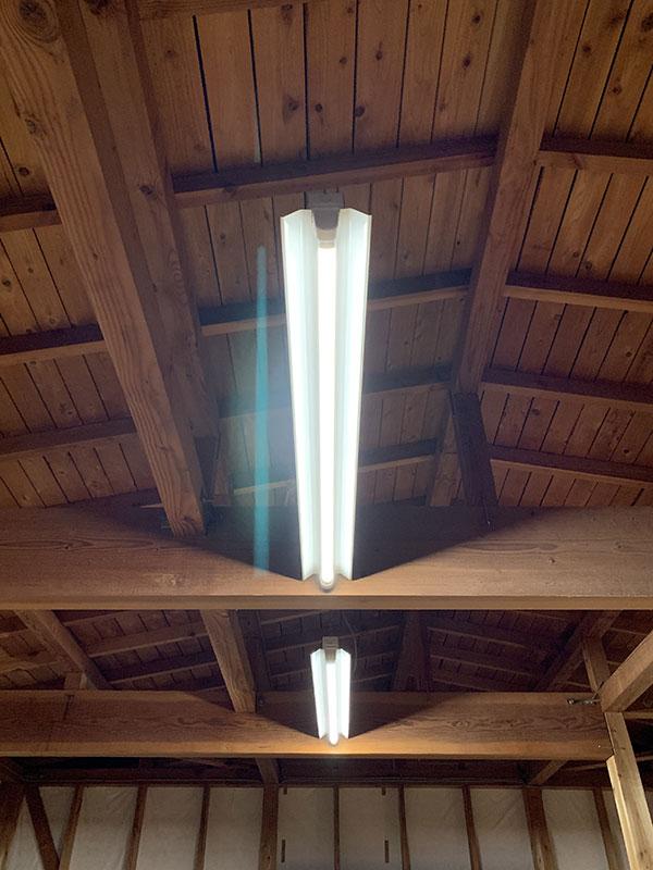 BeeLIGHTのLED蛍光灯「BTL16-Ra92-5000K-1200」の導入実例。Y様アトリエにて。