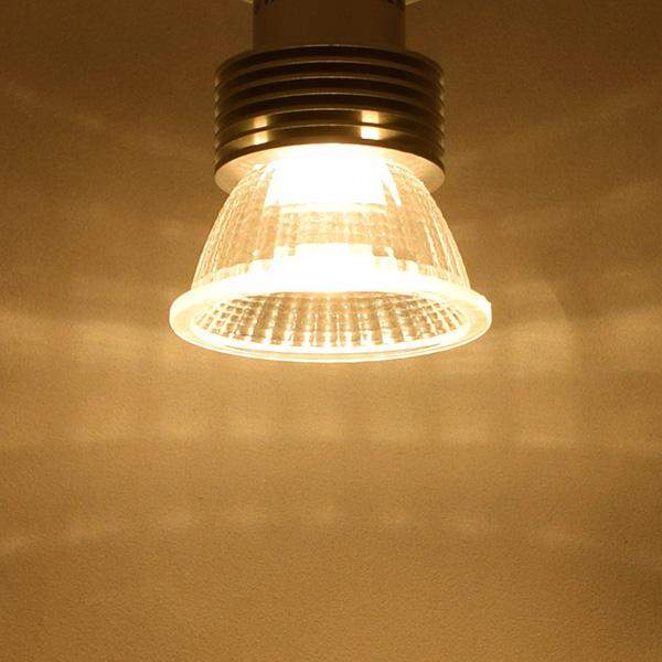 BeeLIGHTのLED電球「BH-0511NC-2400K」の商品画像。実際の配光写真。