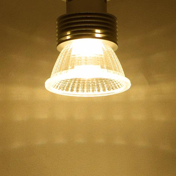 BeeLIGHTのLED電球「BH-0511NC-2700K」の商品画像。実際の配光写真。