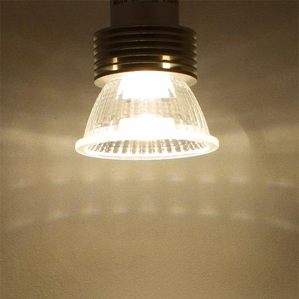 BeeLIGHTのLED電球「BH-0511N-3000K」の商品画像。実際の配光写真。