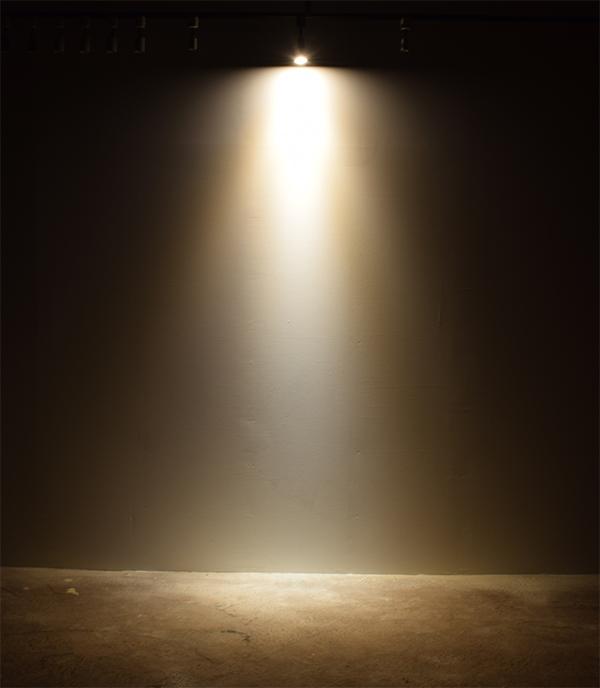 BeeLIGHTのLED電球「BH-0711N-WH-WW」の商品画像。実際の配光写真。