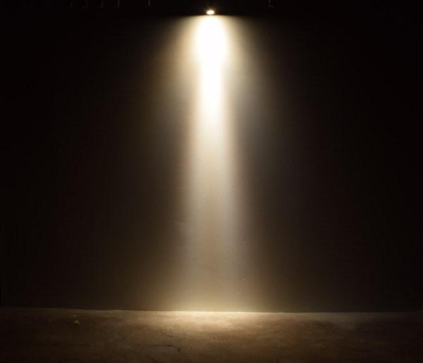 BeeLIGHTのLED電球「BH-0711N-WH-WW-10D」の商品画像。実際の配光写真。