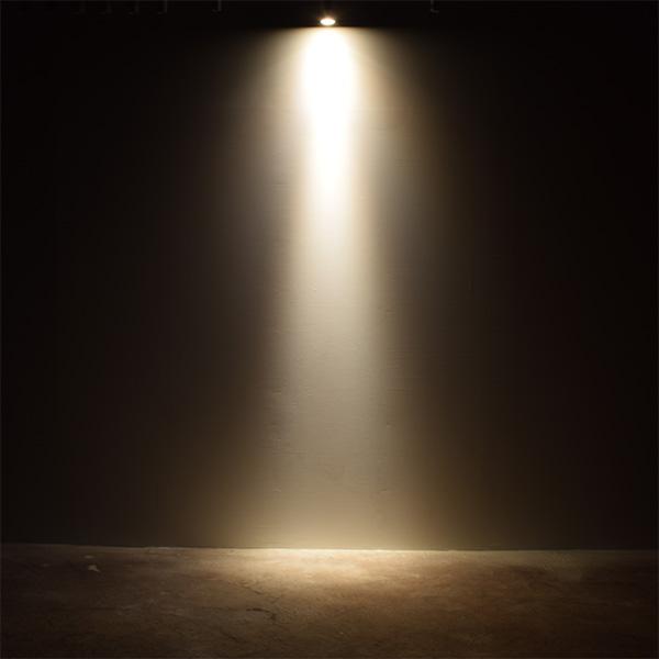 BeeLIGHTのLED電球「BH-0711NC-BK-WW-Ra96-10D」の商品画像。実際の配光写真。