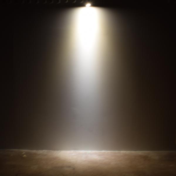 BeeLIGHTのLED電球「BH-0711NC-WH-WW-Ra96-3000」の商品画像。実際の配光写真。