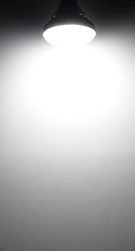 BeeLIGHTのLED電球「BH-1526B-WH-TW-Ra92」の配光写真。
