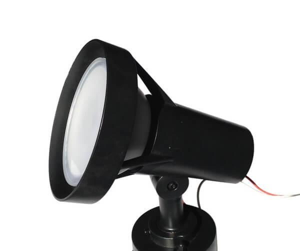 BeeLIGHTのLED電球「BH-2026B-WH-TW」の防水器具の使用例。。