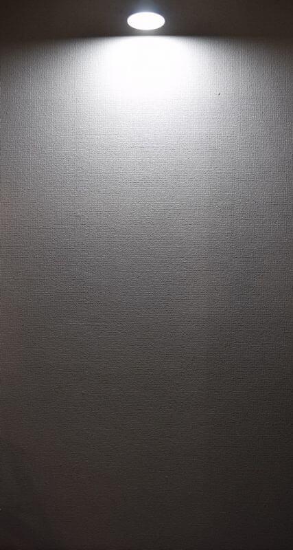 BeeLIGHTのLED電球「BH-2026B-WH-TW」の配光写真。