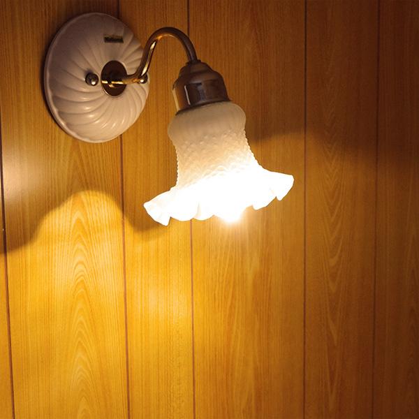 BeeLIGHTのLED電球「BD-0417MC」の商品画像。実際の配光写真。